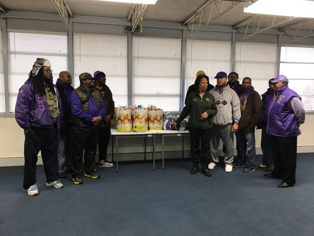 11.17.18 Omegas donate turkeys & groceries
